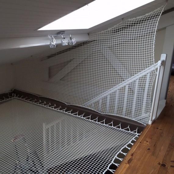 Rete verticale di protezione per scale